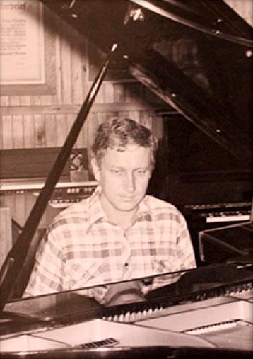 Master Piano Builder